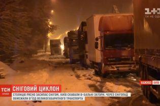 Пік негоди: Київ і область переживають найскладнішу ніч грудня