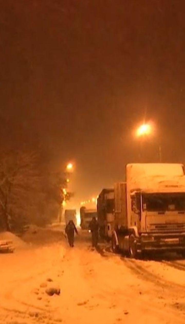 Циклон набирает силу: около сотни аварий произошло на Киевщине из-за непогоды