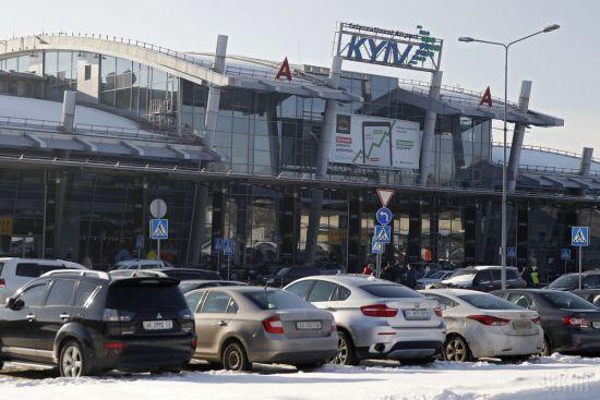 Літак з українськими туристами з Єгипту не зміг приземлитися у Києві через снігопад