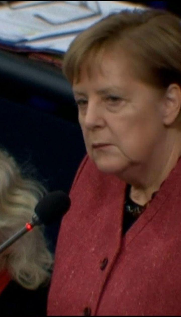 Меркель вважає дії РФ в Азовському морі неприйнятними і підтримує подовження санкцій