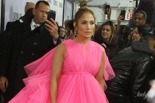 Это очень эффектно: Джей Ло в розовом мини с огромным шлейфом на премьере фильма в Нью-Йорке