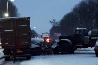 На Львовщине столкнулись военный КрАЗ и пассажирский микроавтобус, пострадали дети