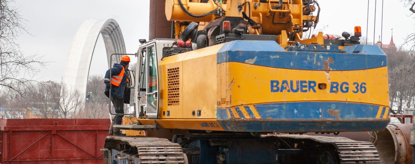 У Києві цього тижня почали будувати міст між Аркою дружби народів і Володимирською гіркою
