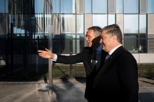 Столтенберг и Порошенко проведут закрытую встречу в штаб-квартире НАТО