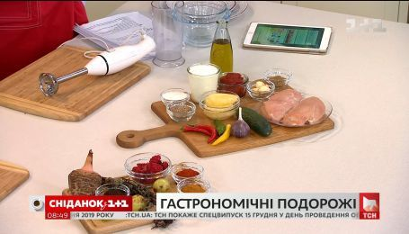 Евгений Клопотенко поделился рецептом курицы с двумя соусами, который привез из ОАЭ