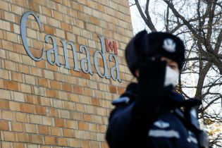 """После задержания финдиректора Huawei в Китае """"исчез"""" уже второй канадец"""