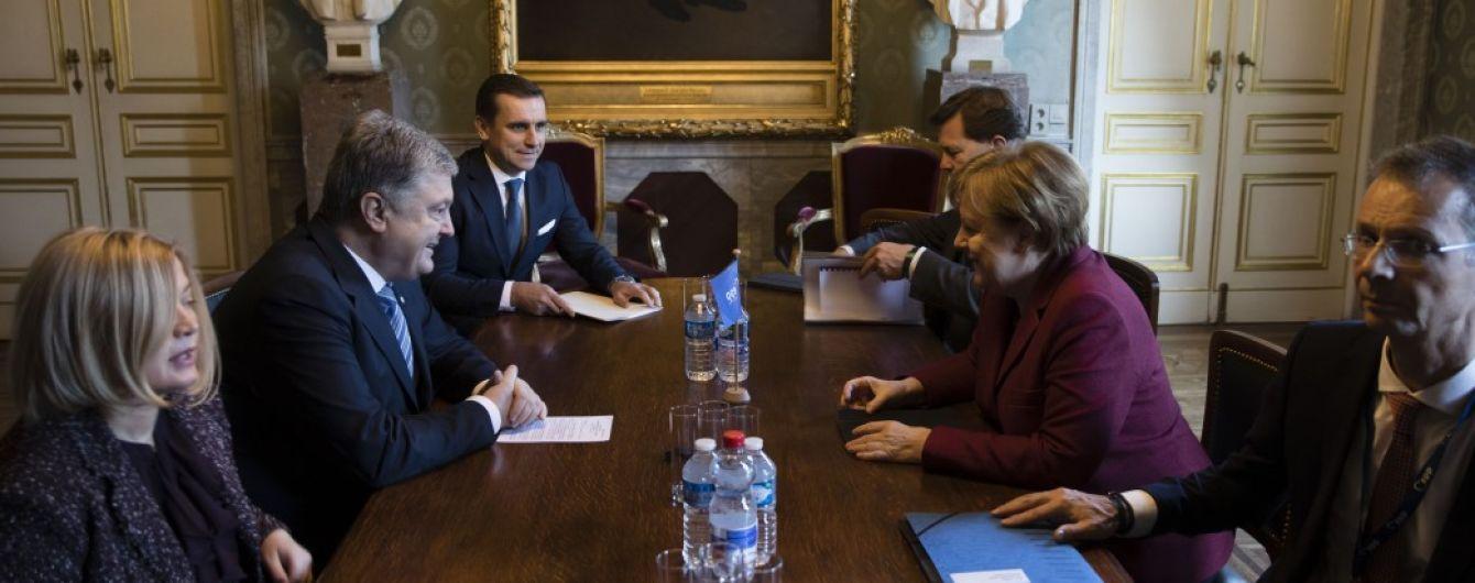 Порошенко призвал Меркель ввести против России новые санкции за агрессию на Азове