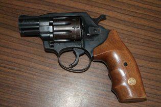 В Запорожской области пьяный отец подстрелил из пистолета собственного 10-летнего сына