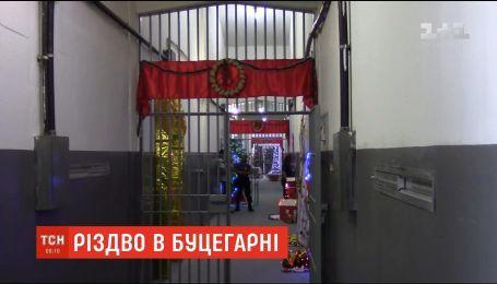 Рождественское настроение в тюрьме: в Рио-де-Жанейро заключенные украсили камеры и коридоры