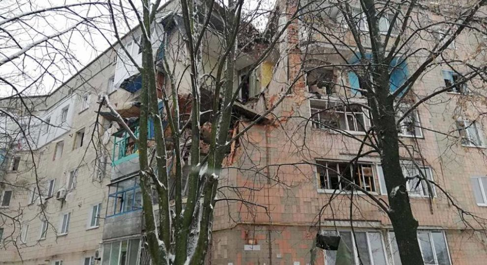Снесенные стены и груды кирпича: спасатели показали последствия взрыва в Фастове
