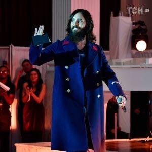 Джаред Лето устроил импровизированный концерт на пешеходном мосту в Киеве