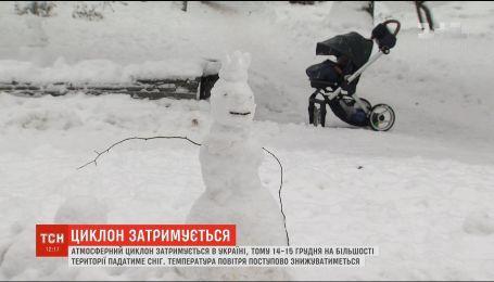 На большинстве территории будет идти снег: в Украине задержался атмосферный циклон