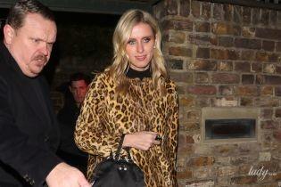 В тренде: Ники Хилтон надела на вечеринку леопардовое пальто
