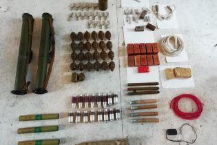 В Киевской области в жилом доме обнаружили мощный арсенал оружия и боеприпасов