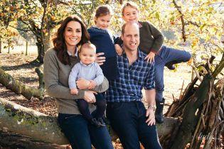 Вся семья в сборе: герцогиня Кембриджская и принц Уильям поделились своей рождественской открыткой