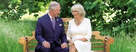 Это так мило: герцогиня Корнуольская и принц Чарльз показали свою рождественскую открытку