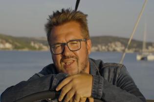 Під пальмами і на яхті. Пономарьов у новому кліпі показав, як дарувати зимове диво коханій