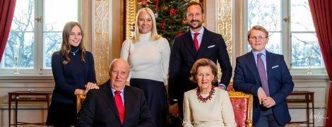 Норвежская королевская семья презентовала свою рождественскую открытку