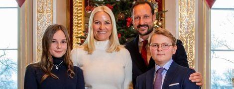 Битва різдвяних листівок: принц Вельський, Кембриджі, Сассекські та норвезька королівська сім'я