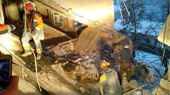 Вибух у Фастові: постраждалим відкрили збирання коштів, тривають пошуки людей під завалами будинку