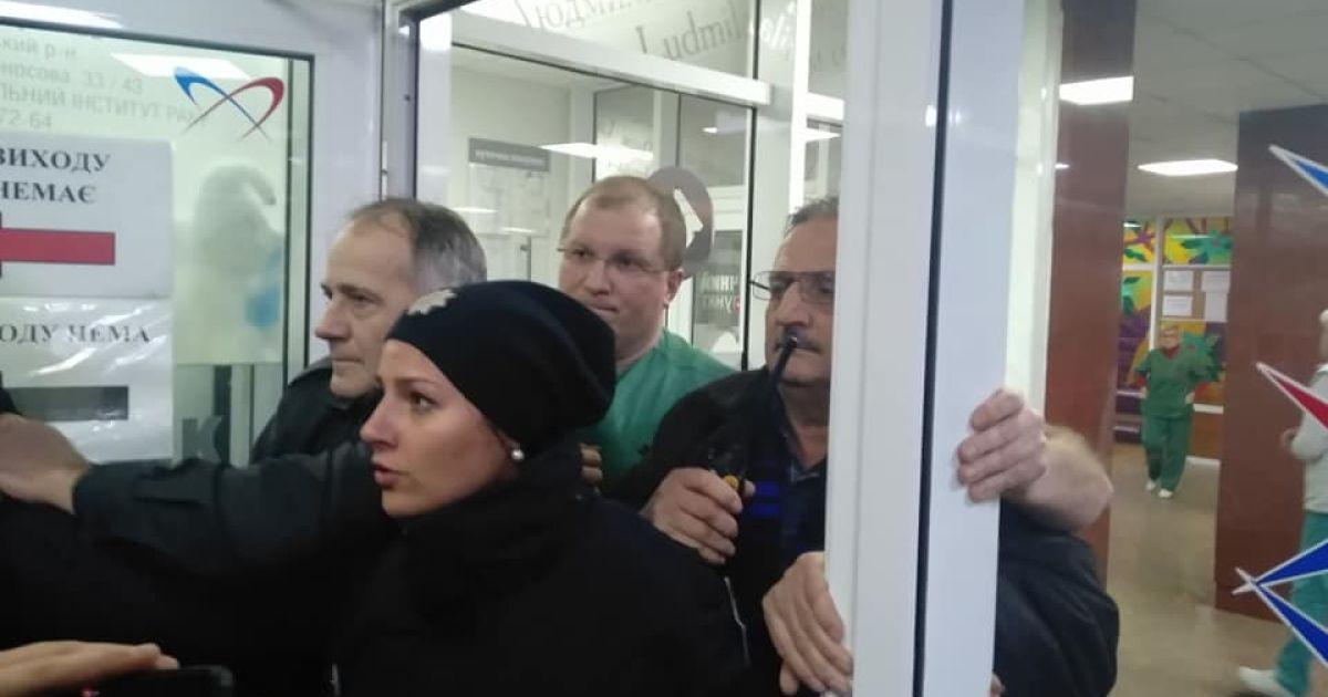Активісти переконують, що виклали до Мережі невідредаговані відео конфлікту в Інституті серця