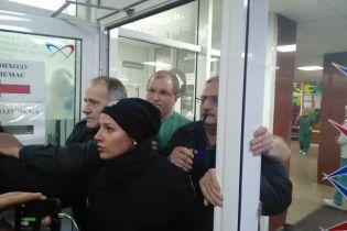 У Києві поліція затримала чотирьох праворадикалів через конфлікт в Інституті серця