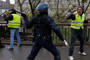 """У Франції """"жовті жилети"""" готуються до нової акції протесту"""