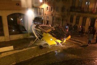 В Лиссабоне с рельсов сошел трамвай. Десятки пострадавших