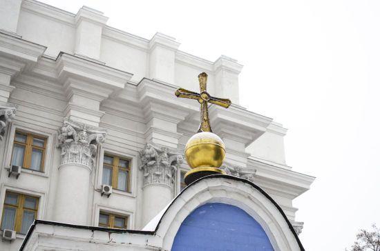 Коронавірус в Україні: ПЦУ дозволила проводити богослужіння без вірян та готує свої храми до можливого розміщення хворих