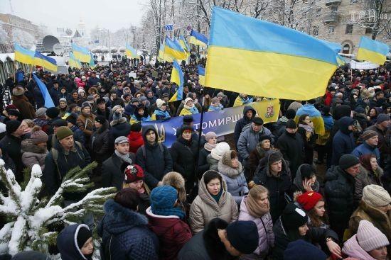 В Києві затримали чоловіків зі зброєю, які йшли на Софійську площу