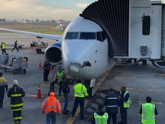 У Мексиці дрон пробив дірку в пасажирському літаку, який йшов на посадку