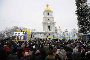 На Софийской площади около 10 тысяч людей ждут решения Объединительного собора