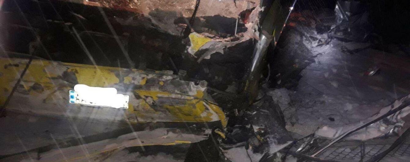 На Львовщине автобус, который вез людей из Польши, врезался в легковушку. Есть погибшие
