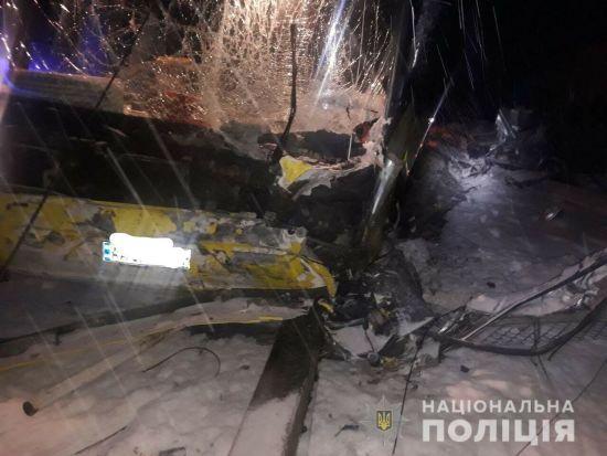 На Львівщині автобус, який віз людей з Польщі, врізався у легковик. Є загиблі