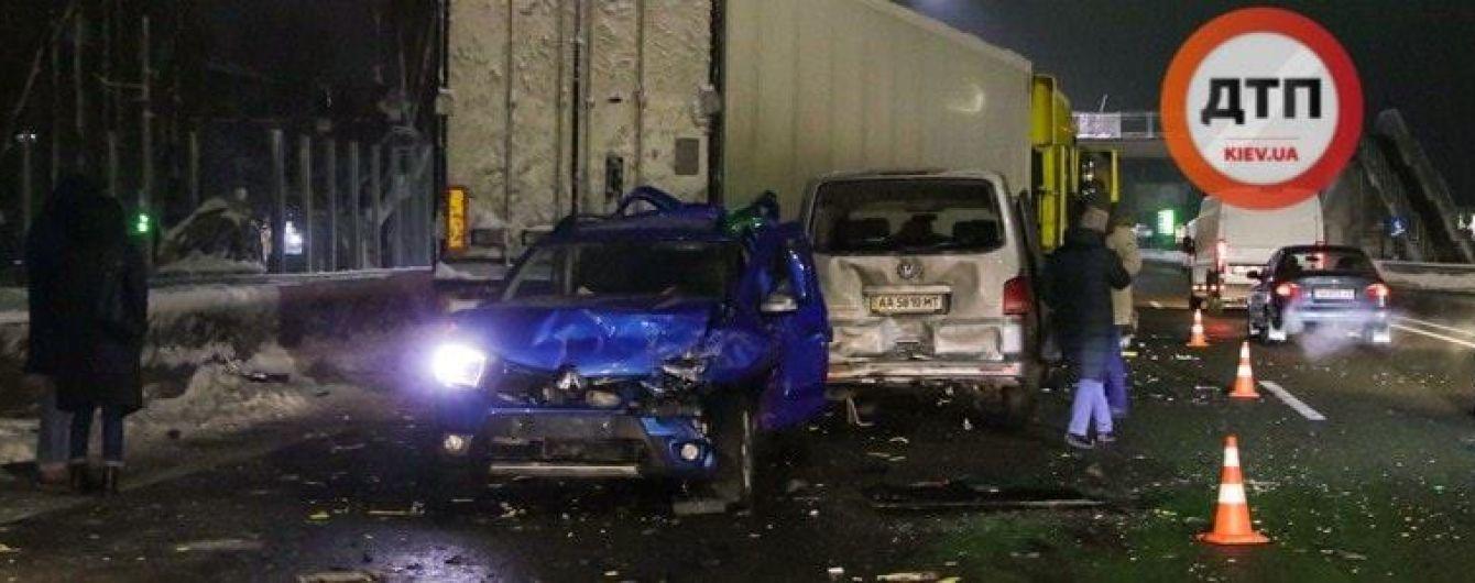 Авария под Киевом: грузовик протаранил шесть автомобилей