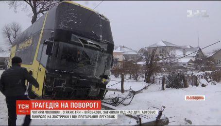 """Трое военных и один гражданский погибли в ДТП на трассе """"Львов-Краковец"""""""