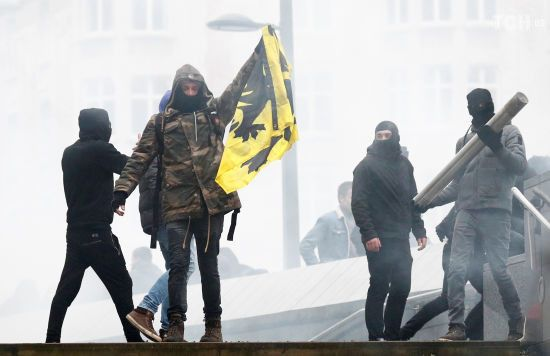 У Брюсселі акція проти міграційного пакту ООН переросла у масштабні сутички з поліцією