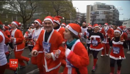 В пригороде Парижа устроили забег в костюмах Санта-Клауса и оленей
