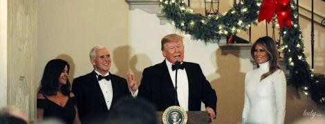Эффектные дамы: жена президента США в белом платье, жена вице-президента -  в черном