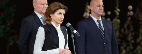 В обтягивающем платье и на шпильках: новый образ Марины Порошенко