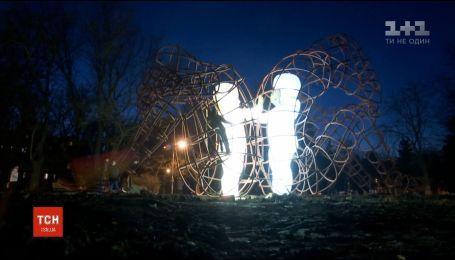 В Одессе установили всемирно известную инсталляцию Love