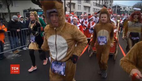 Різдвяний забіг: французи у костюмах Санти та оленів збирали гроші на благодійність