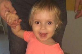 Однорічна Кіра кілька разів була не межі життя, дитині потрібна негайна операція