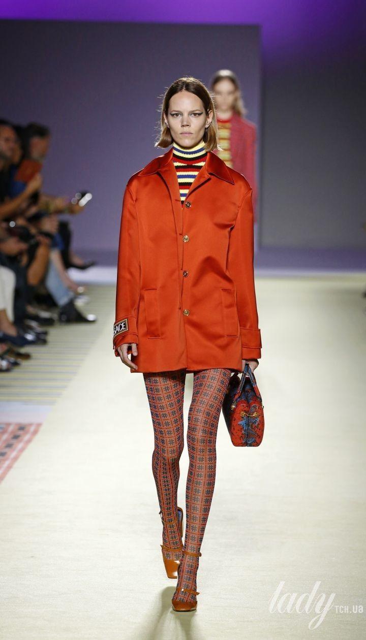 aa72215df003 Коллекция Versace прет-а-порте сезона весна-лето 2019 @ East News  Полноэкранный режим