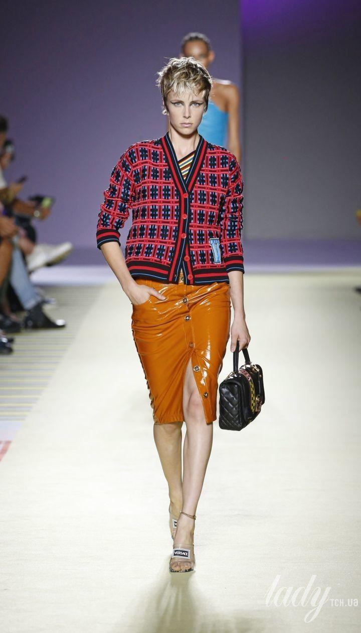 18baf5a50fd Яскрава і ефектна колекція Versace сезону весна-літо 2019 - Писк ...