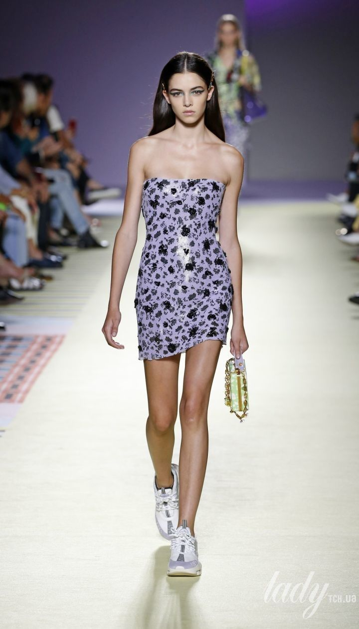 Коллекция Versace прет-а-порте сезона весна-лето 2019