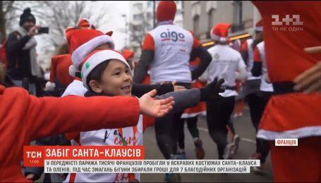 В пригороде Парижа по улицам пробежали тысячи Санта-Клаусов и оленей