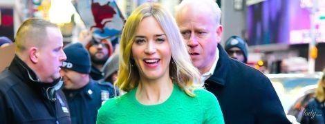 Эмили Блант блеснула шикарной фигурой в недорогом платье