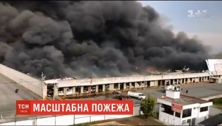 Крупный пожар на фабрике тканей в Мексике: огонь охватил 10 тысяч квадратных метров