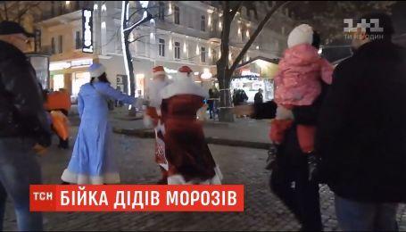 Драка за место под елкой: в Одессе подрались два Деда Мороза